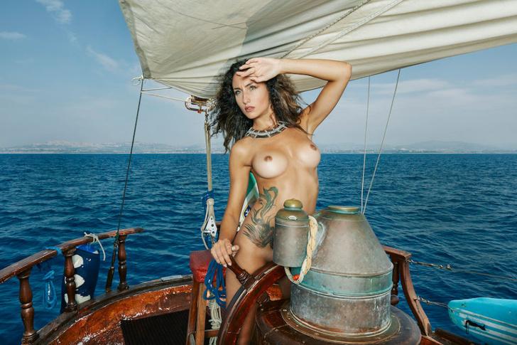 Фото №1 - Французский эротический журнал опубликовал две съемки, мимо которых мы не смогли пройти