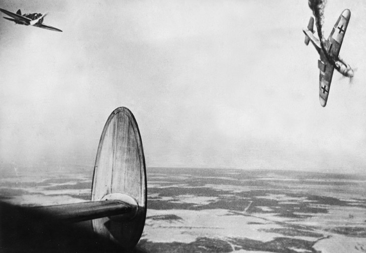 Фото №1 - Сколько советскому солдату платили за сбитый самолет и уничтоженный танк