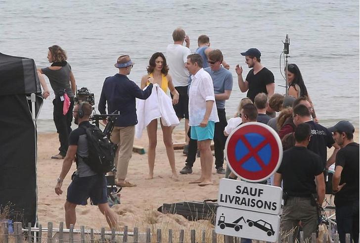 Фото №4 - Ольга Куриленко в одном купальнике изменяет Джеймсу Бонду с другим британским спецагентом на съемках «Джонни Инглиша — 3»!