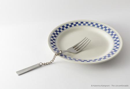 Дизайнер создала коллекцию парадоксально неудобных вещей (23 предмета)