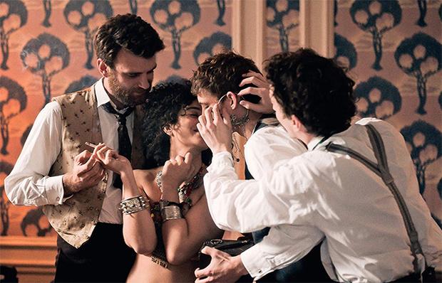 Фото №2 - MAXIM посмотрел фильм «Куриоса» об индустрии взрослых развлечений в XIX веке