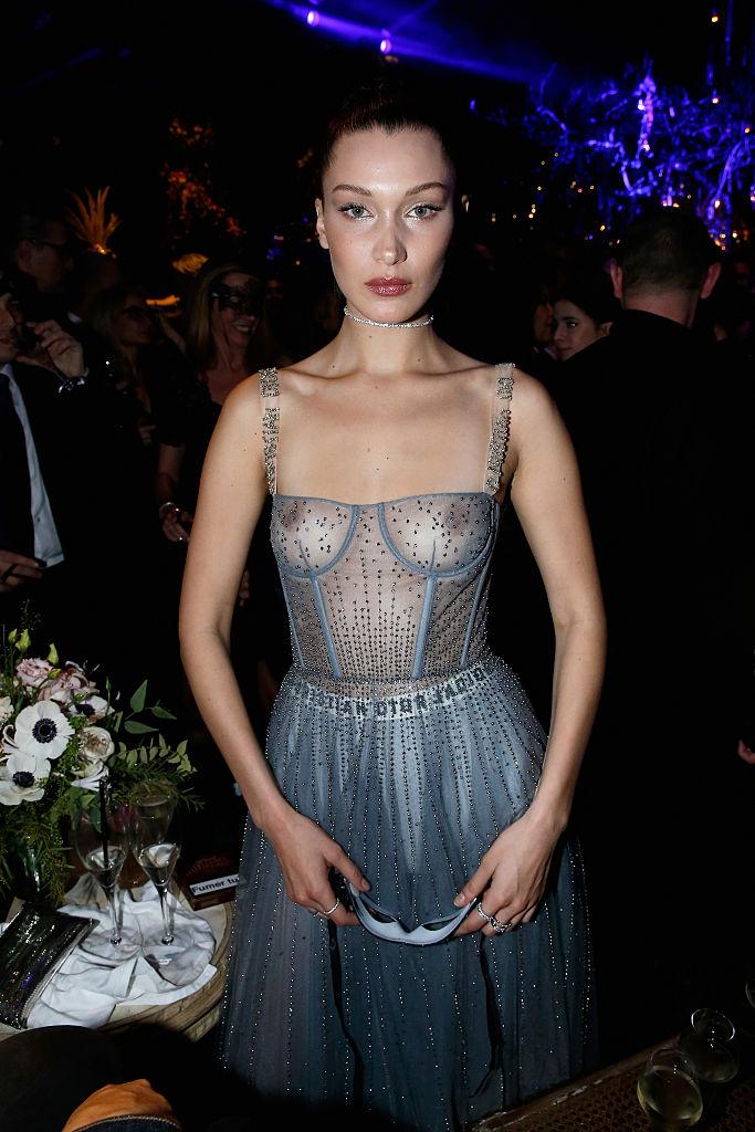 Фото №2 - Белла Хадид надела настолько прозрачное платье, что сквозь него видно все!