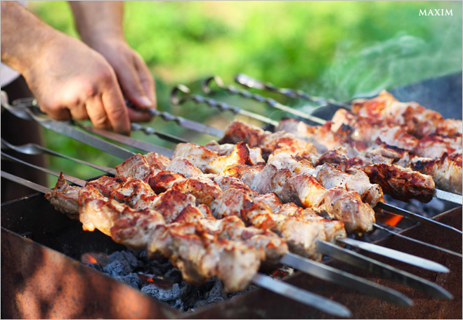 Фото №1 - «Не маринуй мясо!» и еще 10 секретов правильного шашлыка из свинины