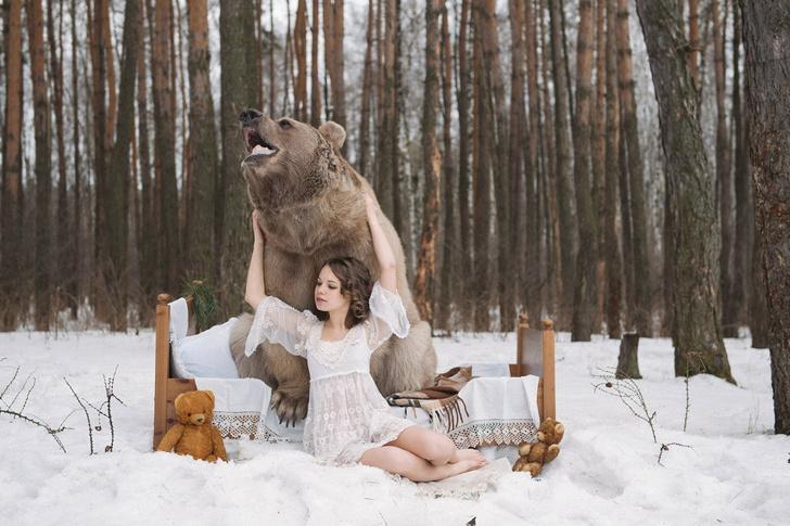 Фото №1 - Бэкстейдж фотосессии с медведем: все трюки выполнены профессиональными Машами!