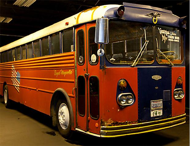 Фото №22 - 25 самолетов и автобусов рок-звезд