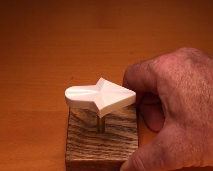 Фото №1 - Все люди, у кого IQ выше 80, видят эту стрелку повернутой налево!