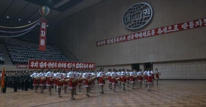 Фото №1 - Правдивый фильм о жизни и быте Северной Кореи — ничего такого ты точно раньше не видел!