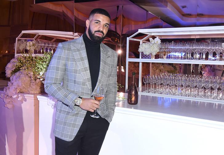 Фото №1 - Рэпер Дрейк купил чехол для iPhone за 400 тысяч долларов (фото)