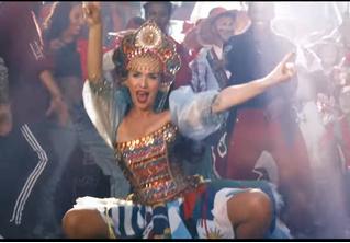 Наталья Орейро в декольте и кокошнике пляшет вприсядку в разудалом клипе на песню United by Love к ЧМ-2018!