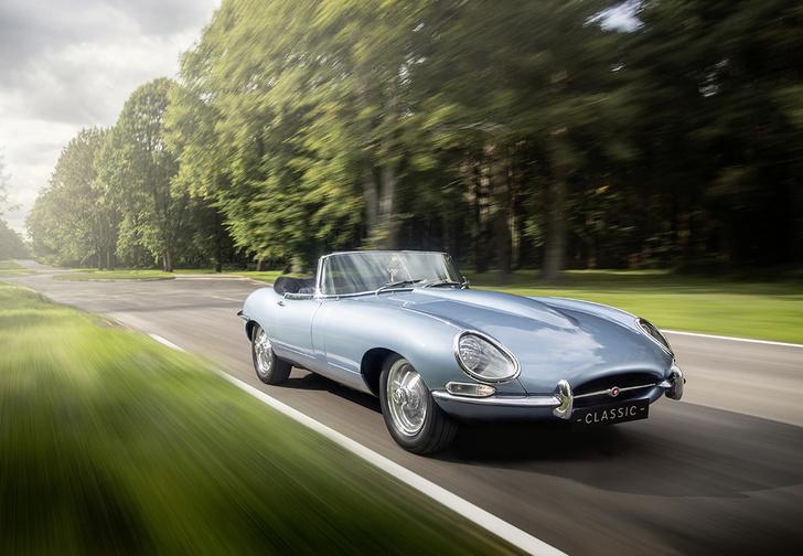 Фото №1 - Кто посмел перевести легендарный Jaguar E-Type на электричество?! Ой, это же они сами…