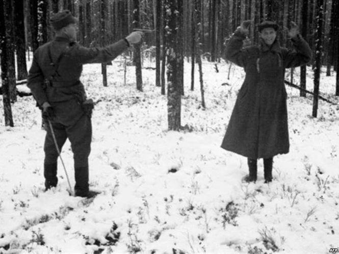 Русский разведчик смеется перед расстрелом. И еще 8 поразительных фотографий Второй мировой войны