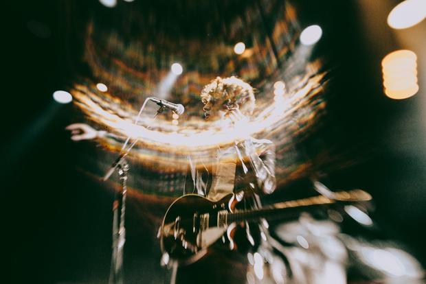 Фото №8 - «Один кучерявый — хорошо, трое — вообще огонь!» Что творилось на московском концерте The Kooks