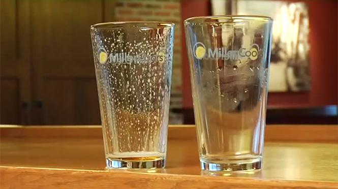 Фото №3 - Как понять, что в баре тебе налили пиво в грязную кружку