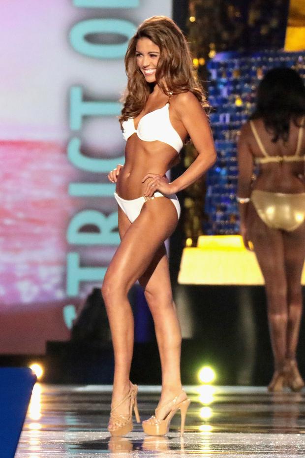 Фото №3 - Новая «Мисс Америка»! Секретное оружие США в действии (и бикини)!
