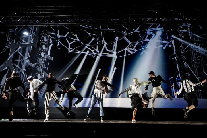 Фото №2 - Голограмма вместо декораций: премьера мюзикла «Саша Alex»
