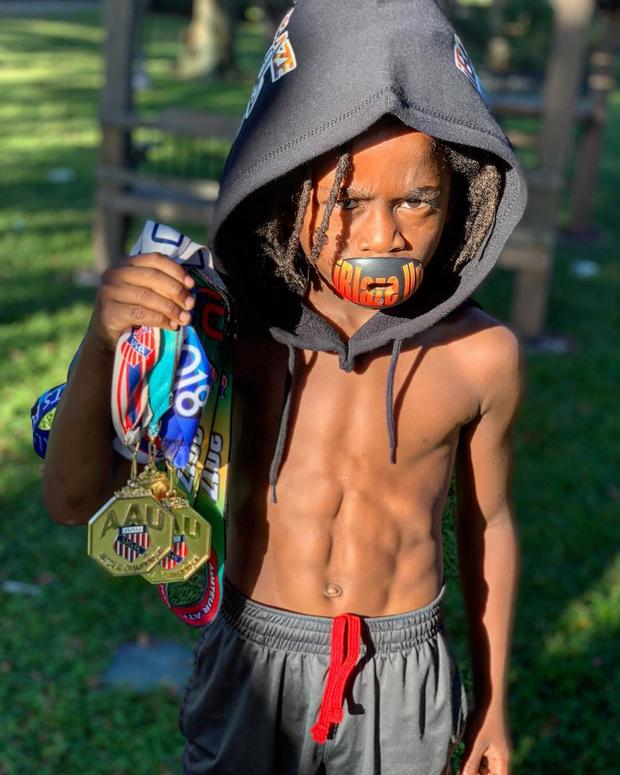 Фото №2 - Познакомься с самым быстрым ребенком в мире (сверхзвуковое видео)