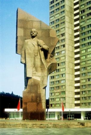 Фото №2 - Ленин и ящерицы. В Берлине хотят восстановить фигуру основателя СССР