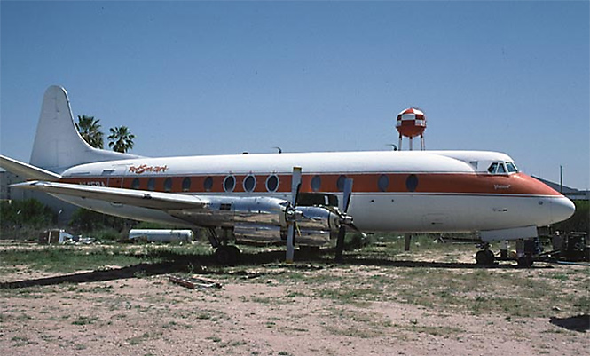 Фото №27 - 25 самолетов и автобусов рок-звезд