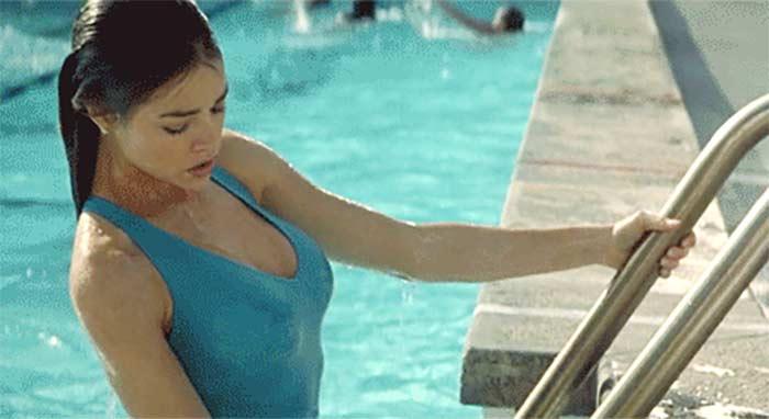 Фото №1 - Пятничная подборка гифок сексуальных девушек в бассейне