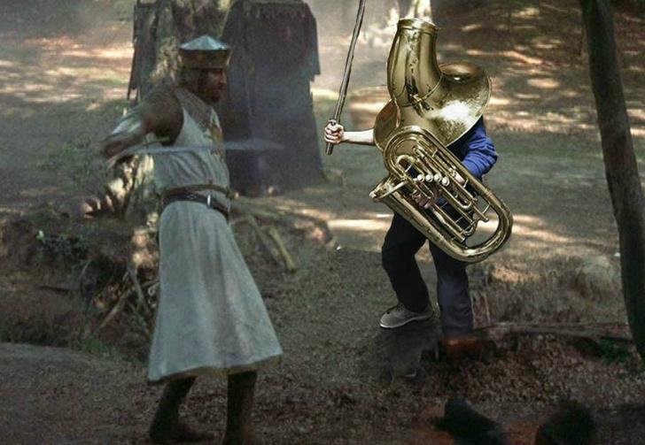 Фото №1 - Человек с трубой на голове — идеальный герой фотожаб!