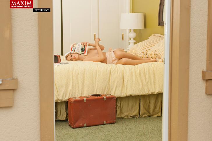 Фото №8 - Виктория «Пупок» Клинкова из сериала «Физрук» — эксклюзивные фотографии для читателей сайта MAXIM!