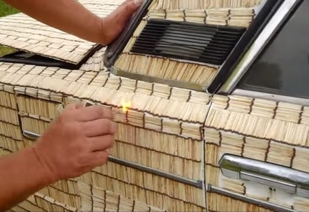 Что будет, если обклеить автомобиль 500 000 спичек и поджечь? (видео)