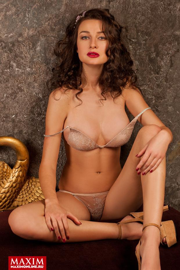 Фото №1 - Модель Юлиана Беляева: «Демонстрировать можно абсолютно все, вплоть до нижнего белья — это не возбраняется»
