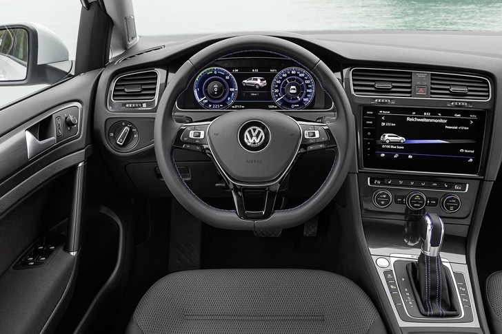 Фото №4 - Этот день настал. Мы прокатились на Volkswagen Golf, а потом включили его в розетку