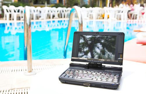 Спасти ноутбук от пролитой воды