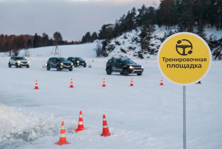 Фото №1 - Нефигурное катание: боком по льду на полноприводных Renault