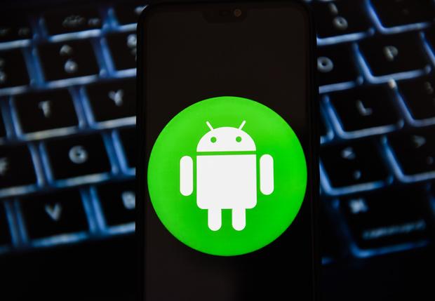 Фото №1 - В Google рассказали, что хакеры научились заражать Android-смартфоны уже на стадии производства