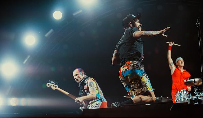 Что творилось на недавних концертах Red Hot Chili Peppers, Ланы Дель Рей, «Сплина» и других рокеров
