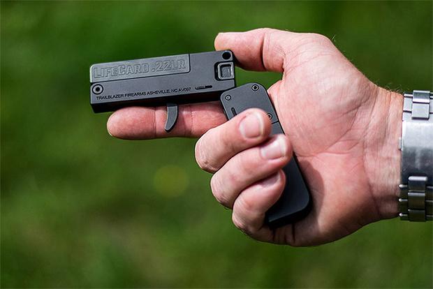 Фото №1 - Пистолет размером с кредитную карту неожиданно стал реальностью!