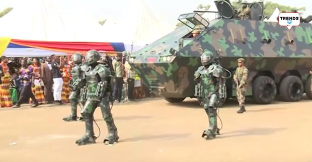 Фото №1 - Это не захват планеты имперскими штурмовиками, это парад военной техники в Африке (видео)