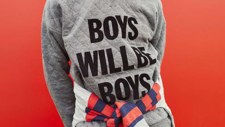 Фото №1 - В Австралии изъяли детские толстовки с надписью «Мальчики такие мальчики» из-за сексизма