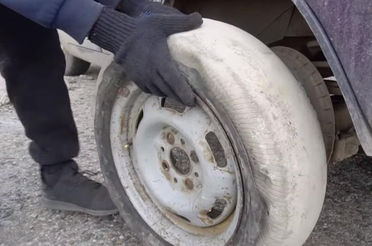 Фото №1 - Мужики соорудили автомобилю бетонные колеса и покатались (чудесатое видео)