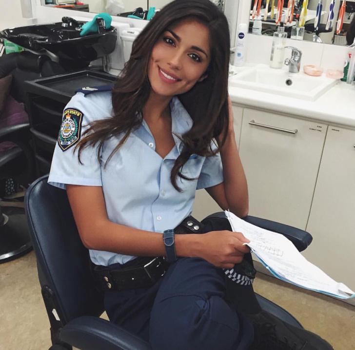 Фото №17 - Самые красивые девушки-полицейские мира