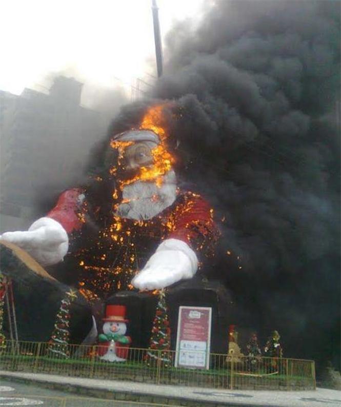 Фото №5 - Елочка, зажгись! 14 фотографий новогодних разрушений
