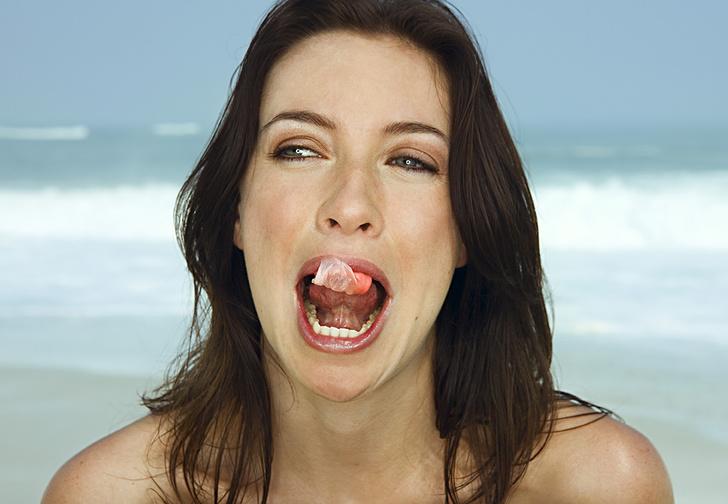 Фото №1 - Вредно ли глотать жвачку?
