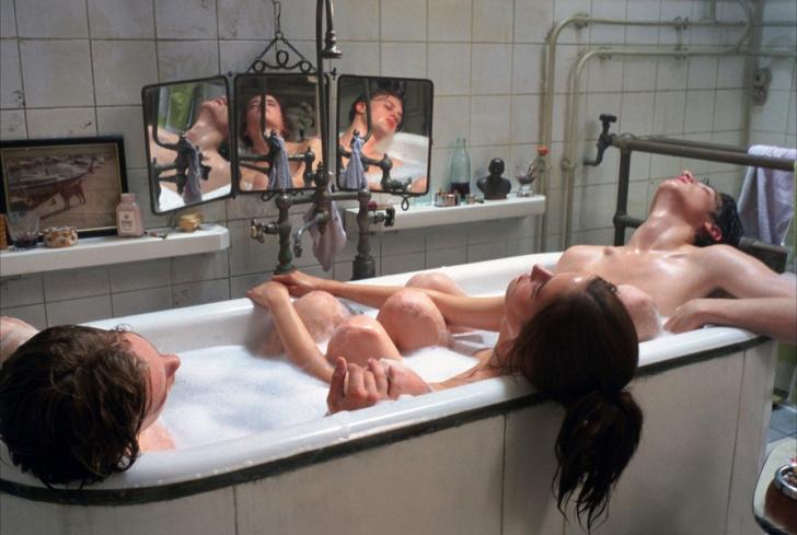 Фото №3 - 13 самых сексуальных сцен из фильмов!