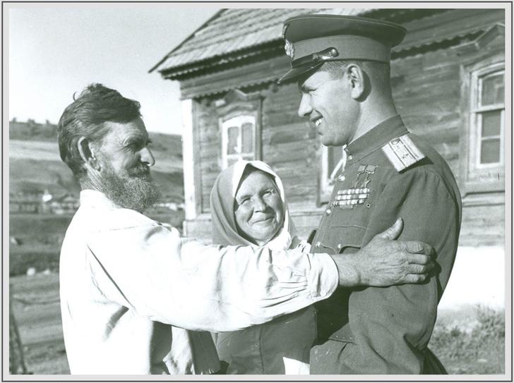Фото №1 - 33 уникальных фото советских полководцев