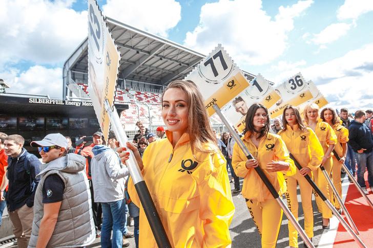 Фото №1 - Самые красивые grid-girls этого лета и сумасшедшие прототипы в узких поворотах Moscow Raceway!