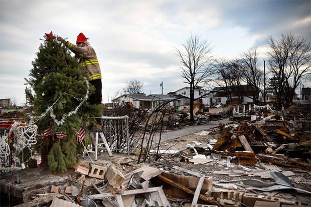 Фото №14 - Елочка, зажгись! 14 фотографий новогодних разрушений