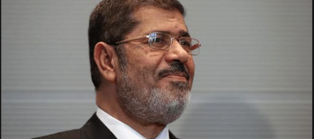 Фото №1 - Бывший президент Египта умер во время суда над ним