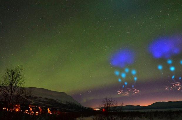 Фото №2 - Жители Норвегии приняли научный эксперимент NASA за вторжение инопланетян (фото и видео)