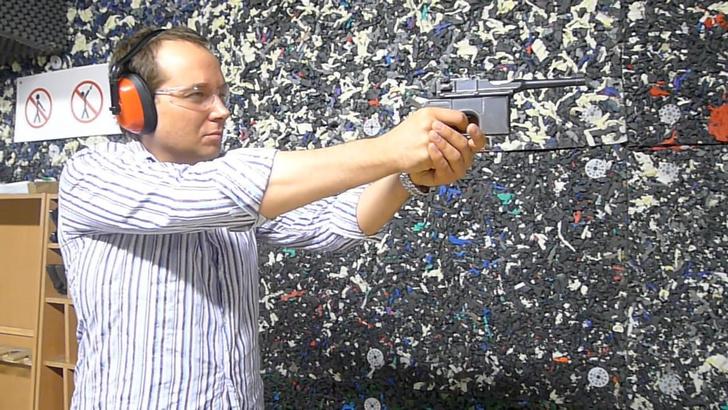 Фото №3 - Каково это— стрелять из ППШ, маузера, нагана, винтовки Мосина и еще девяти видов огнестрельного оружия