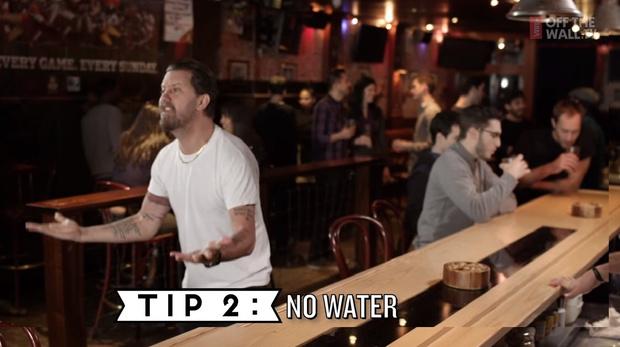 Фото №2 - 10 правил мужского поведения в баре