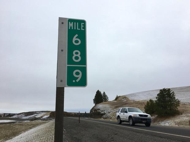 Фото №1 - В США пришлось заменить сотни дорожных знаков с указанием 69 и 420 милей