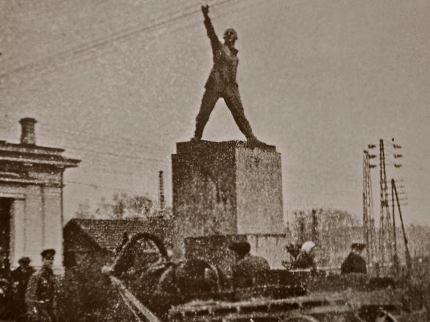 Фото №11 - Самые дурацкие памятники Ленину