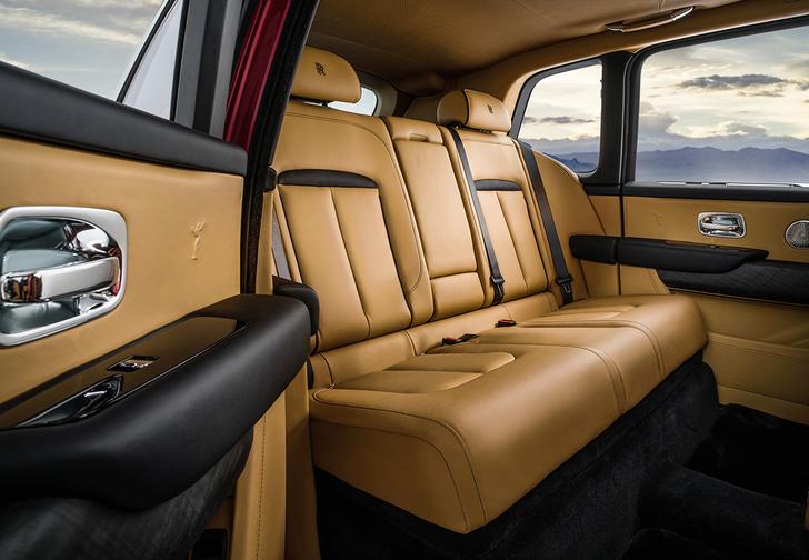 Фото №3 - Просто царь: Rolls-Royce выкатил первый в своей дивной истории внедорожник